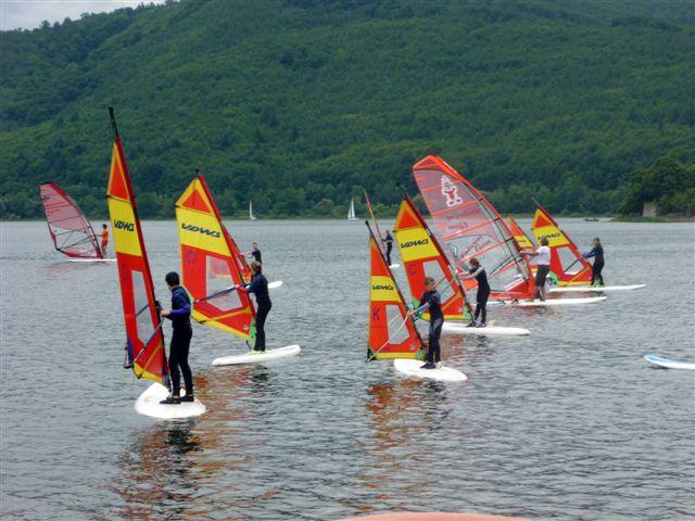 http://klassenfahrten-edersee.de/wp-content/uploads/2012/11/Surfsdchule4.jpg